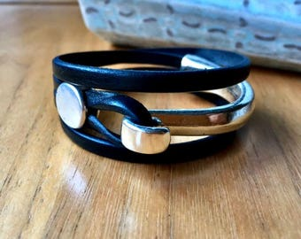 Leather bracelet | Wrap bracelet for woman | Joanna Gaines style jewelry | uno de 50 style | Wife gift | Silver and leather bracelet |