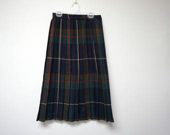 """rrrruss . 70s 80s pleated plaid skirt . size 8 . 26"""" waist . made in USA . union made"""