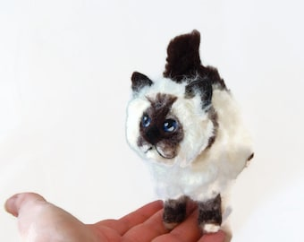 Custom Needle felted Persian Cat Sculpture, Plushie sculpture