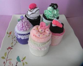 5 felt cupcakes