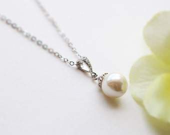 Pearl necklace in silver, Bridesmaid jewelry, Everyday necklace, Wedding necklace, Mothers day gift, Birth stone for June