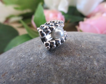 Authentic Pandora One Of A Kind White Pearl 791134P Free Velvet Pouch Bag