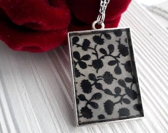 """Flowering fabric"" necklace (rectangular shape)"