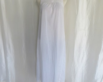 Vintage 70s long white cotton nightgown, Miss Elaine, Mothers Day gift, lingerie, size M L, union label made in USA