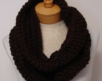 crochet chunky  cowl  in brown
