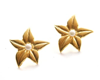 Star Flower Earrings with a Pearl