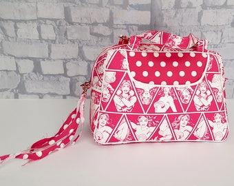 Handmade Wonder Woman Handbag - Wonder Woman 60's Style Purse - Retro Style Pink Handbag Purse - Handbag Lunchbag - Pink Wonder Woman Purse