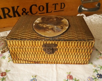 Vintage Sewing box Lee spinning company's Advertising - Thread Box -  spool box - wooden box - picture of dog