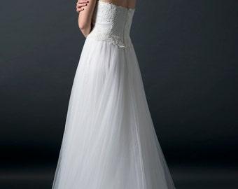 long wedding dress, tulle wedding dress, beach wedding dress, lace wedding dress, lace bridal gown, unique wedding dress
