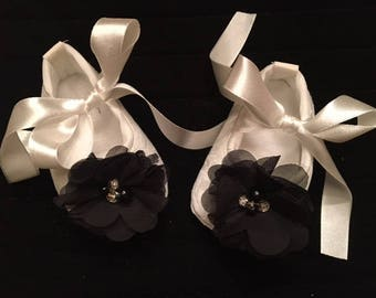 Ivory Off White Lace Baby Shoes - Ivory Shoes with Black Flower Accent - Flower Girl Baby Shoes - Baby Dress Shoes