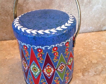 Storage tin with lid and handle