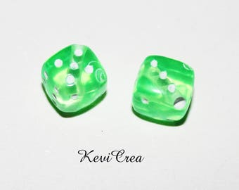 8 x cube of green 9mm acrylic beads