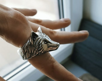 Wolf ring - Sterling silver ring - Spirit animal - Wolf jewelry - Totem ring - Moostone ring - Gift for her - Witch ring