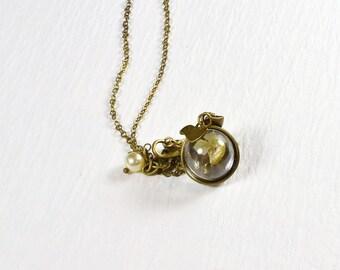 Dry Flower Necklace, Cream Yellow Petunia Necklace, Glass Globe, Tiny Bird Charm, Nature Jewelry, Lily Necklace, Gardener Present, N1184