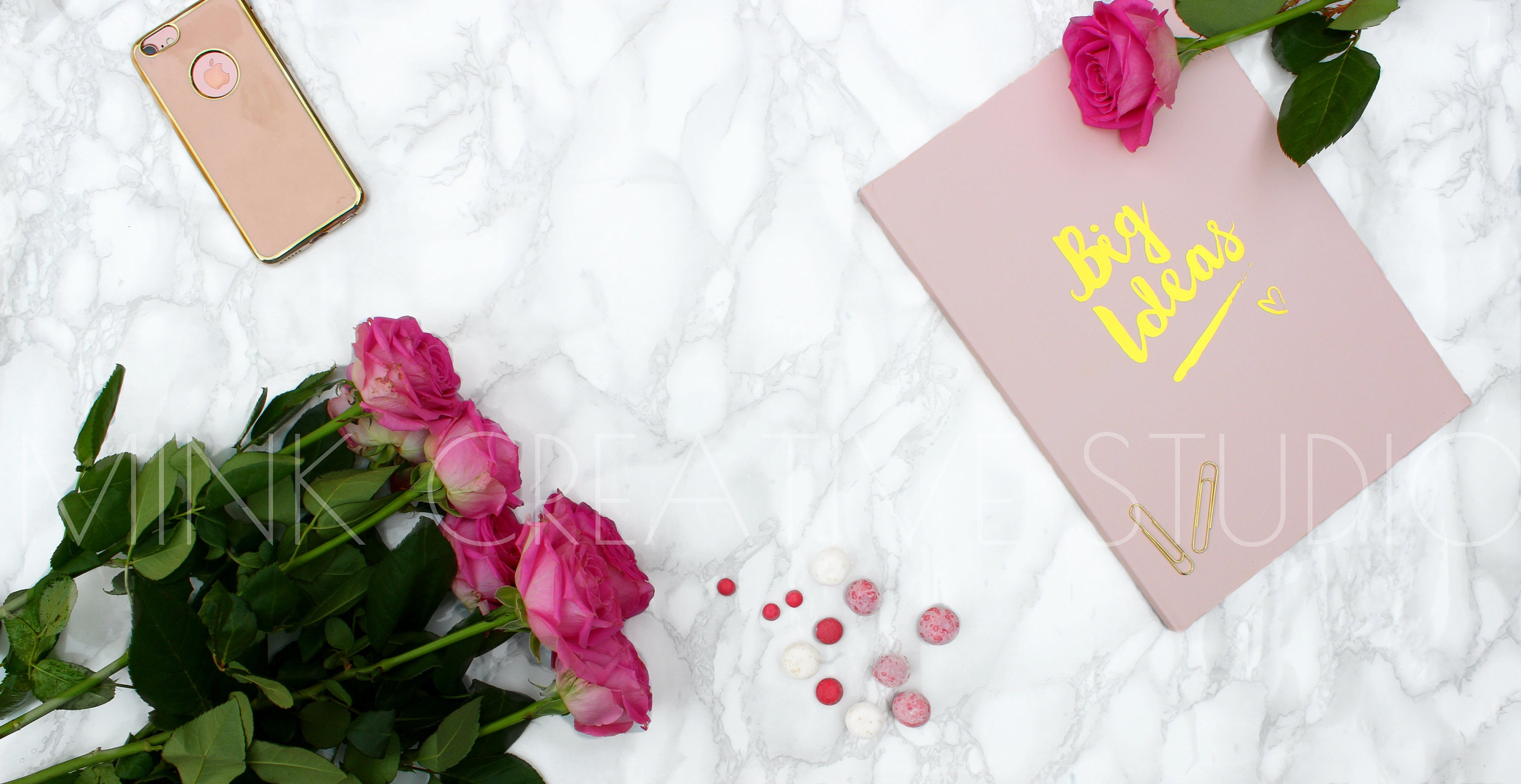 Marble background pink roses and a pink notebook with title zoom arubaitofo Images