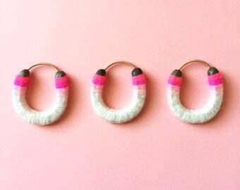 Miniature Serape Yarned Horseshoe ornament/wall hang pink ombre
