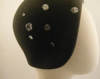 """Charcoal grey felt cloche hat , 30""""s style dark grey and silver hat SAMPLE SALE @ 60 euro"""
