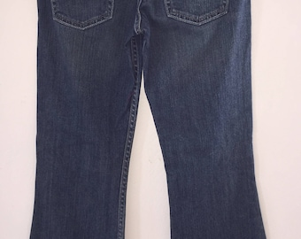 Vintage Women's Jeans Made By Levi Strauss Size 3 Medium Low Slim Flare Blue Denim Signature