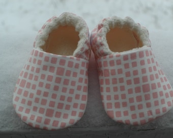 Baby Shoes, Baby Slippers, Bootie, Girl, Pink, Squares, Organic cotton fleece, Cotton, baby shower, baby gift,soft sole baby shoe