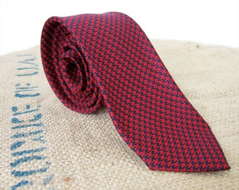 Vintage 60s Houndstooth Necktie Rogers Peet Company Red Silk - Made in Italy