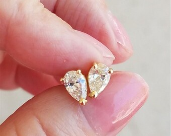 1 Carat Pear Shaped Diamond Stud Earrings - 14K Yellow Gold Tear Drop Diamonds