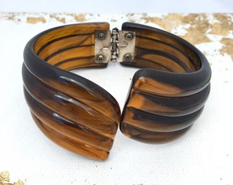 Vintage Brown Resin Hinged Bangle Bracelet, Vintage Plastic Hinged Bracelet, Chunky Bracelet Chunky Bangle Big 80s Bracelet Brown Fluted