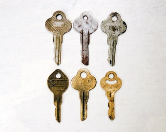 Vintage Brass and Metal Keys - Old Rusty keys - set of 6 -  Steampunk Supplies - k8