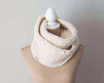 Infinity Scarf || Chunky Knit | Nalle Crochet | The Léogâne || in OFF WHITE