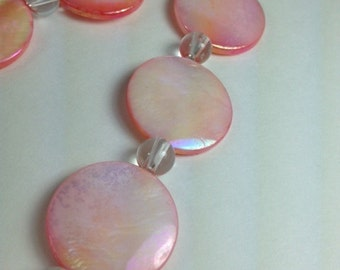 Pink mother-of-pearl and quartz necklace & earring set