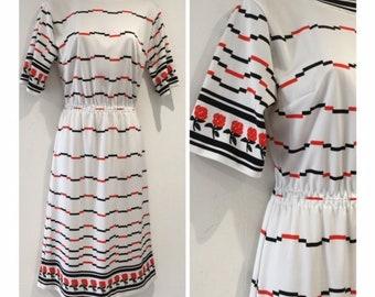 Vintage 1970s Size 10-12 White Black Red Stripe & Rose Floral Print Summer Short Sleeve Day Dress