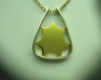 "Gold Pendant in 22K and 14K Gold by Carminelli Desings. ""Starburst"""