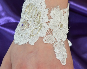 Lace bracelet, cuff lace, embroidered ivory lace, ecru wedding cuff bracelet, bracelet bridal ecru