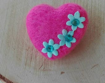 Needle felting Heart Brooches/brooches/cores/made of wool/unico/felt needle/felted.