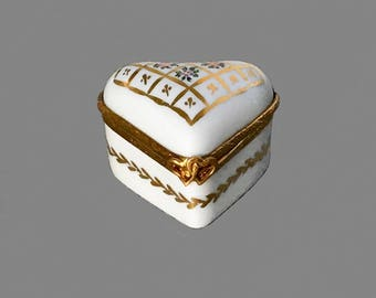 Limoges heart shaped trinket box; vintage porcelain box; French pill box, hand painted box, vintage white box; potential ring box.