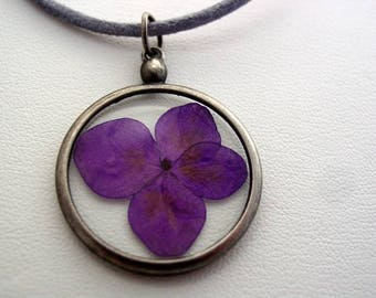 Real Dried Pressed Deep Purple Hydrangea Flower In Resin Platinum Setting Necklace (J4)