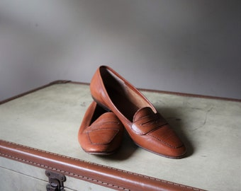 Vintage women moccasin / / flat leather shoes / / VTG Loafer Leather / / moccasin Brown woman