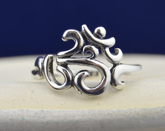 Beautiful sterling silver ring with sanskrit OM design in sizes 5, 6, 7, 8, 9