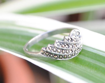 Marcasite ring - sterling silver - circle ring - woman ring - vintage jewelry - iroquoise - round ring
