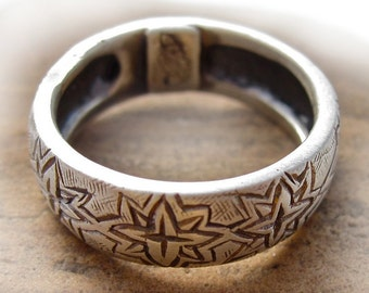 unique engraved Firecracker Flower sterling silver patterned ring band