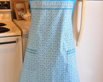 Vintage Style Plus Size Apron in Aqua Floral Size 3XL