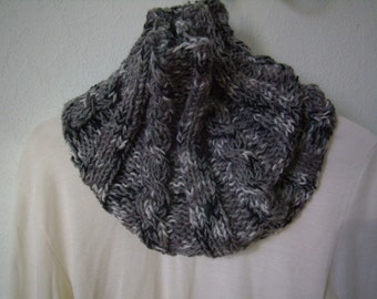 snood gray/white circular scarf, cowl, chunky scarf, infinity, is handmade