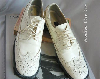 Vintage Leather LaceUp WINGTIP Oxford Shoes / size 7 .5 Eu 38 Uk 5 Narrow Width / Ivory White GRANNY Grunge 90s HURRICANE Flats