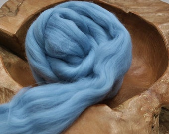Blue wool roving for felting, Blue needle felting wool, 25 g Shetland felting wool top, British felting wool