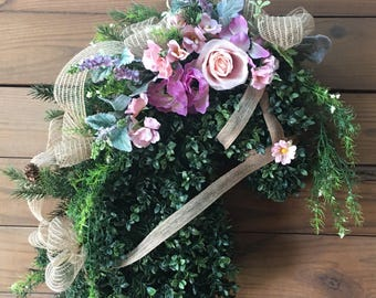 Spring/summer horsehead wreath. Mother's Day gift. Easter horsehead wreath.