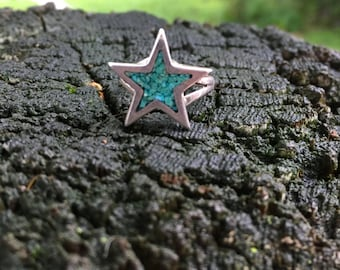 Star-shaped turquoise chip and silver ring, size 5
