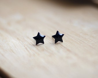 Black stars stud earrings, smalls minimalist studs, small earrings, black resin, hypoallergenic