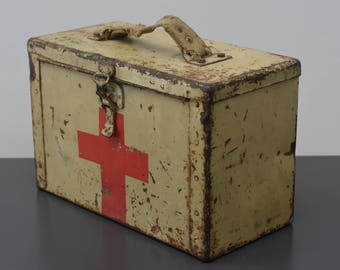 U.S. army old Kit relief pharmacy metal military war world france / / e mm emergency box first world war military