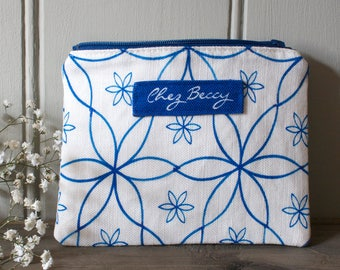 Blue Linen Union Geometric Daisy Pattern Zip Purse/Cosmetic Case