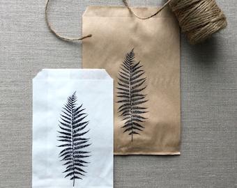 20 White or Kraft Fern Favor Bags, Fern paper bags, Leaf paper bags, leaf favor bags, fern gift bags, botanical favors, botanical paper bags