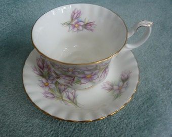 Royal Albert Bone China Teacup and Saucer PRAIRIE CROCUS Gold Trim